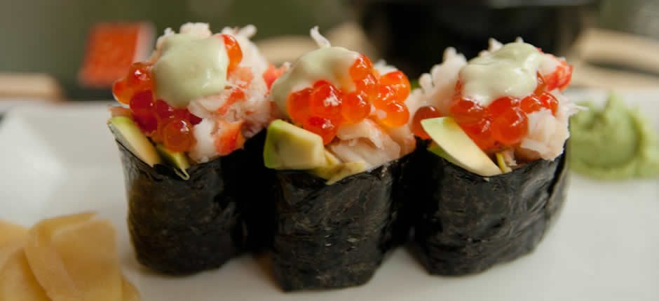 Taste our Gunkan Nigiri!